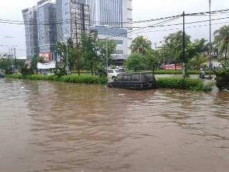 Banjir di Ruko Boulevard Barat Kelapa Gading Sama Parahnya dengan Tahun 2007