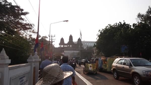Kesibukan pagi di perbatasan Thailand - Kamboja (Poipet)