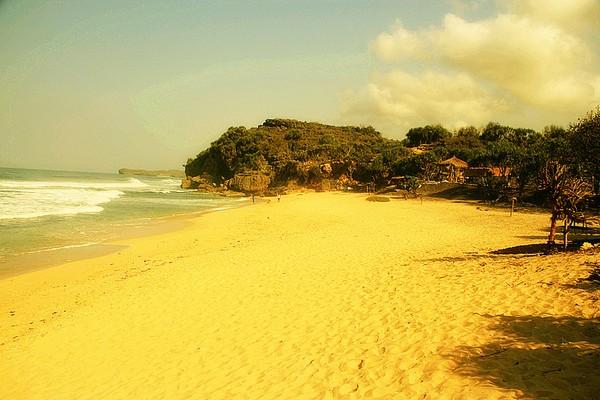 Pantai Goa Watu Lawang