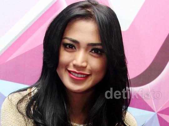 Bibir Pink Jessica Iskandar