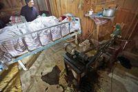 Setelah foto-foto mereka beredar luas di media China, sumbangan besar pun mengalir, yang berasal dari sebuah desa distrik Huangyan di Provinsi Zhejiang, China. Bantuan tersebut berupa uang tunai dan ventilator modern yang dikirim oleh sebuah perusahaan di Beijing.