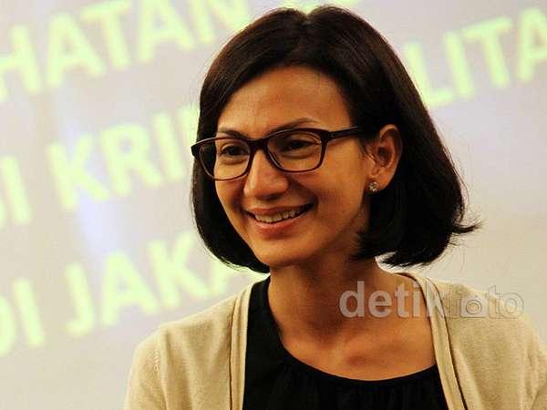 Senyum Manis Si Cantik Wanda Hamidah