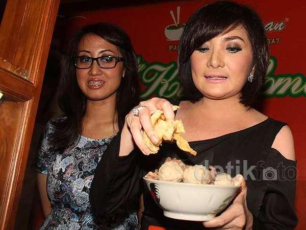 Kiki Amalia Buka Restoran