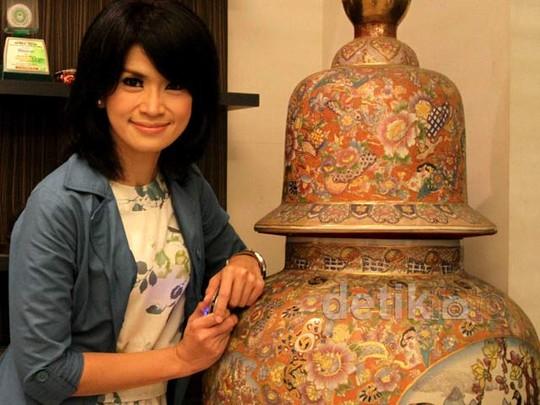 Senyuman Yulia Rachman