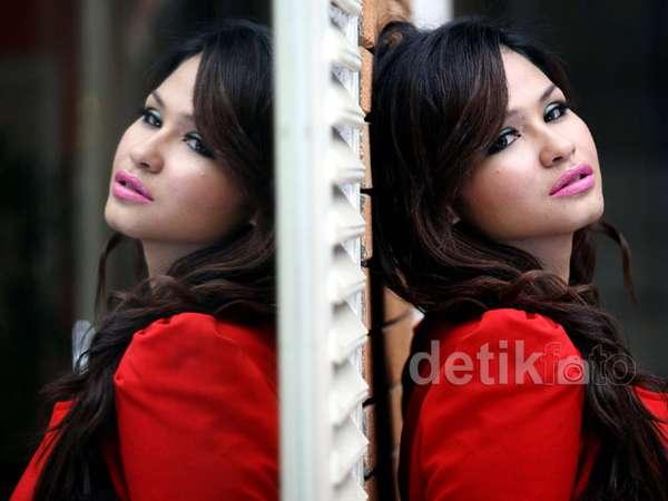 Mantan Model Seksi Sonita Jajal Musik Dangdut