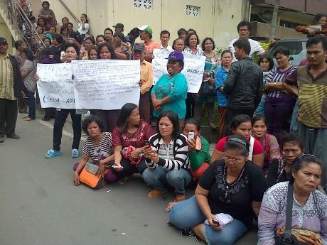 Tuntut Pembunuh Bidan Dihukum Berat, Keluarga Korban Demo Polresta Medan