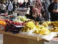 penjual buah di sekitar masjid