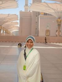 berpose di masjid nabawi