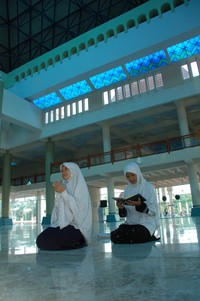 berdoa di masjid An Nur