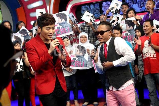 Saat Sule Duet dengan Penyanyi Korea