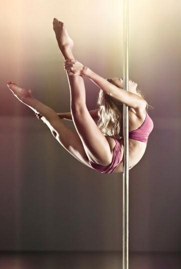 Pole Dance & Striptis, Serupa Tapi Tak Sama. Apa Bedanya?