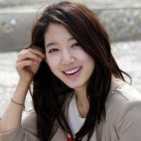 5 Pria yang Dekat dengan Park Shin Hye