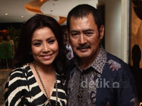Keluarga Bahagia Mayangsari & Bambang Tri