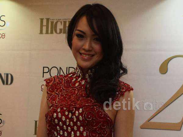 Miss Indonesia 2013 Cantik Bergaun Merah