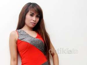 Lina Geboy Tampil Ngejreng