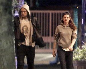 Kencan Lagi dengan Robert Pattinson, Wajah Kristen Stewart Murung