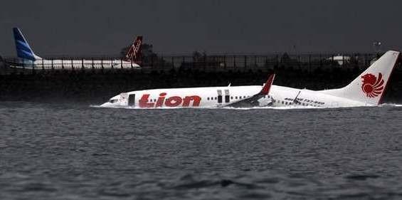 Bangkai Lion Air Masih Mengambang di Laut
