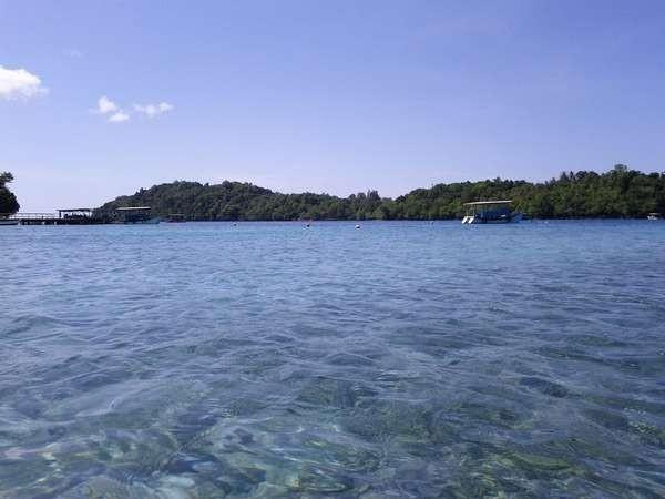 Pulau Rubiah dilihat dari Pantai Iboih (Pradikta Dwi Anthony/d'Traveler)