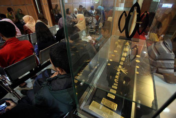 Banyak Yang Antre Beli Emas Batangan Di Antam Dibatasi