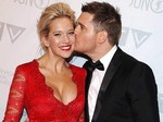 Michael Buble & Istrinya yang Super Seksi