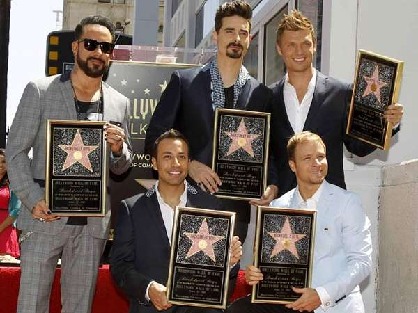 Backstreet Boys Tebar Senyuman di Walk of Fame