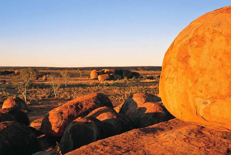 Devils Marbels di Australia (australiantraveller.com)