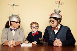 Kacamata Tebal pada Orang Tua Besar Kemungkinan Menurun pada Anak