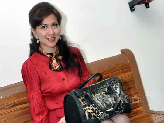 Venna Melinda Tampil Stylish di Sidang Cerai