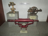 Alat-alat navigasi dan pengukur tanah