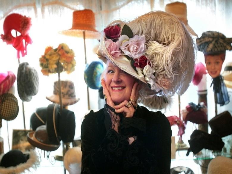 Alyce Cornyn Selby bersama koleksi topinya (Bruce Ely/The Oregonian)