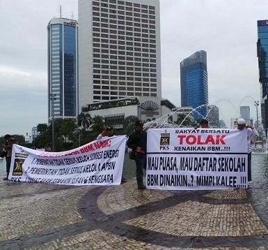 PKS Gerakkan Demo Tolak Kenaikan BBM di Bundaran HI