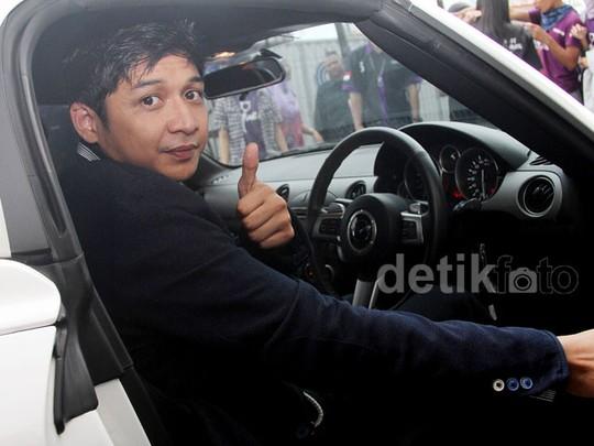 Mobil Sport Putih Kesayangan Pasha Ungu