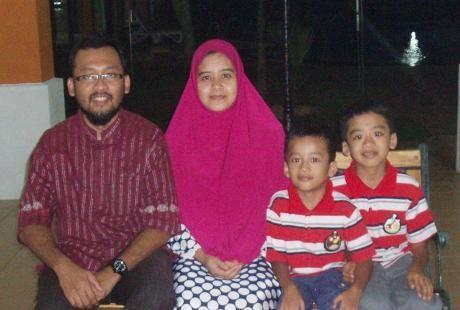 dr Teguh dan keluarga (Dok. Pribadi)