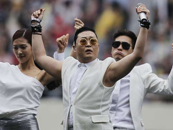 Bergoyang Bareng Psy di Asian Dream Cup 2013