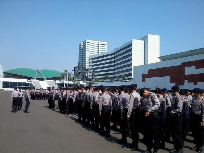 500 Polisi Amankan Demo RUU Ormas di DPR