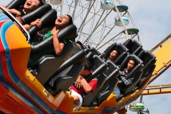 Wahana roller coaster Gelegar dan Kincir Raksasa (indohillpark.com)