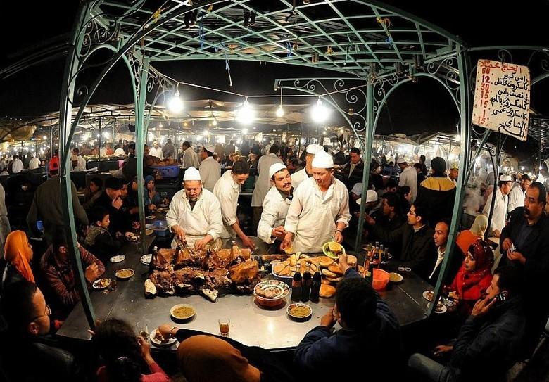 Kios penjual makanan di Jemaa El-Fna (fxcuisine.com)
