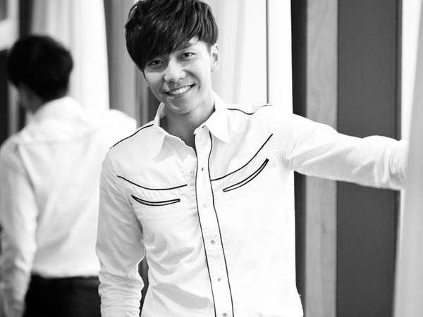 Hitam-putih Lee Seung Gi