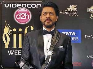 Wajah Brewokan Shah Rukh Khan