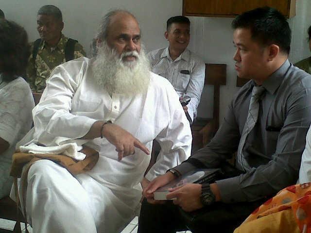 Ditemani Anak, Anand Krishna Hadiri Sidang PK di PN Jaksel