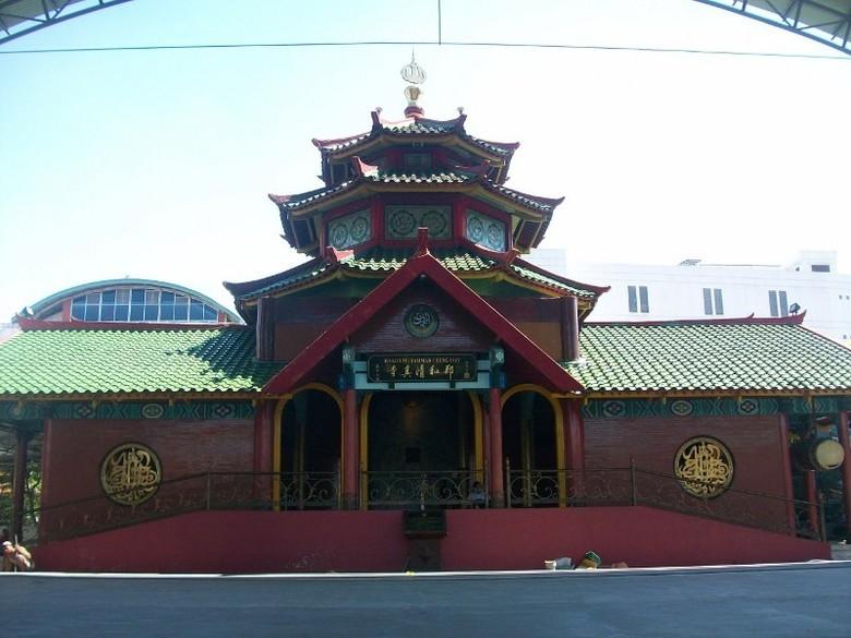 Masjid Cheng Hoo yang sekilas terlihat seperti klenteng (Rois/detikTravel)