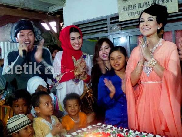 Cynthiara Alona Rayakan Ultah dengan Anak Yatim