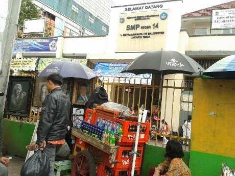 SMPN 14 Jaktim, Bertahan di Tengah Himpitan Pasar dan PKL