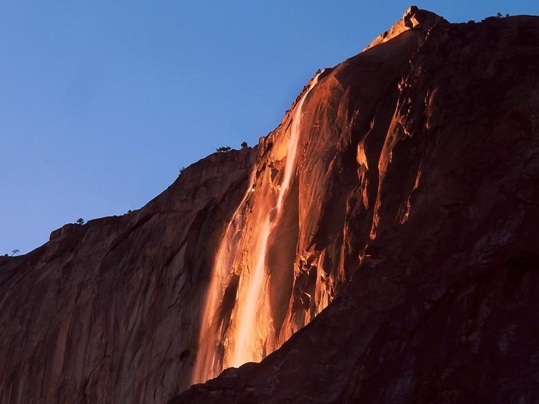 125228 yosemite2 - Punya Ilusi Lava yang Memesona, Ini Fenomena Air Terjun Api di Amerika