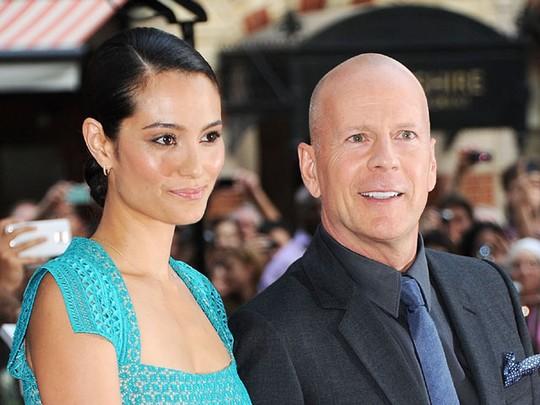 Bruce Willis dan Emma Hemming Pamer Kemesraan