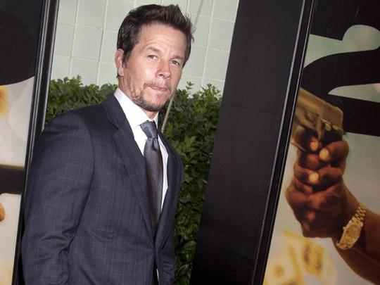 Mark Wahlberg Gagah di Premiere 2 Guns