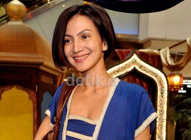 Senyuman Wanda Hamidah