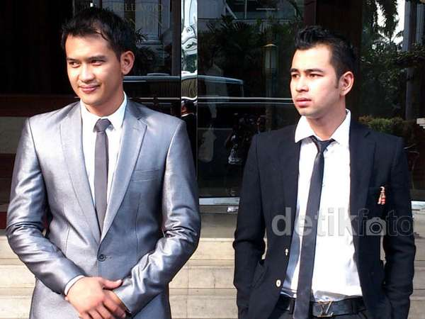 Suit and Tie ala Raffi Ahmad dan Rezky Aditya
