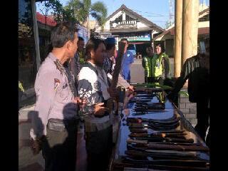 Kronologi Bentrok Warga vs FPI di Lamongan