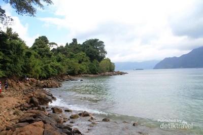 Jawa Timur Punya Pantai Pasir Putih Secantik Ini